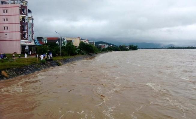 Lũ ở Bình Định làm 2 người chết, mất tích