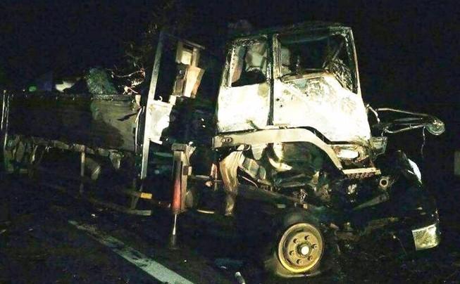 Kinh hoàng 2 người tử nạn trong cabin bốc cháy dữ dội