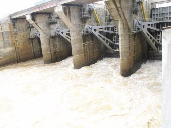 Thủy điện An Khê-Ka Nak xả lũ, dân nơm nớp lo