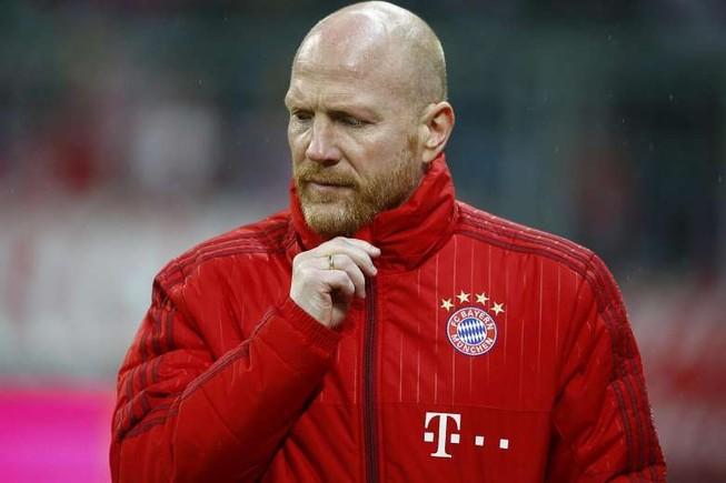 Matthias Sammer khích cầu thủ Bayern