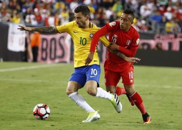 Brazil văng khỏi Copa America vì một bàn thua gây tranh cãi
