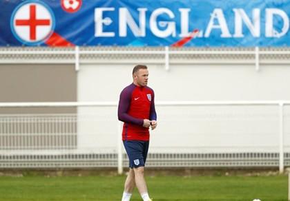 So sánh thú vị,  Rooney thể hiện sự tôn trọng Iceland