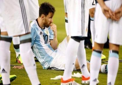 Tổng thống Argentina đề nghị Messi không giã từ đội tuyển