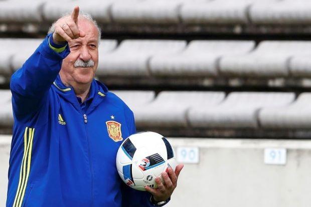 'Ngài râu kẽm' chia tay tuyển Tây Ban Nha