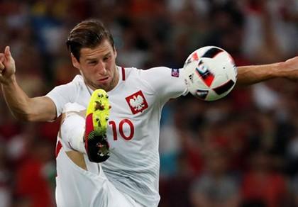 Về PSG, Emery kéo theo học trò cưng Krychowiak