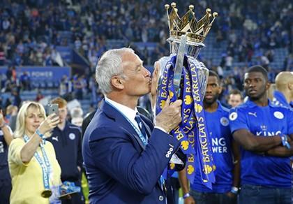 Ranieri: Thật buồn cười khi có quá nhiều kẻ muốn vô địch
