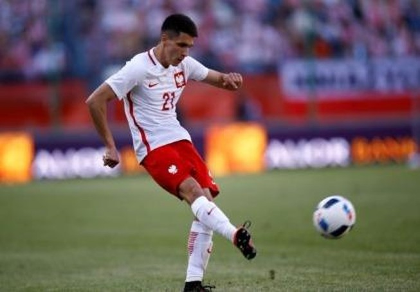 Leicester City mua tuyển thủ Kapustka của Ba Lan