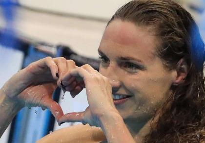 Kình ngư Katinka Hozzsu đua tranh cùng Phelps