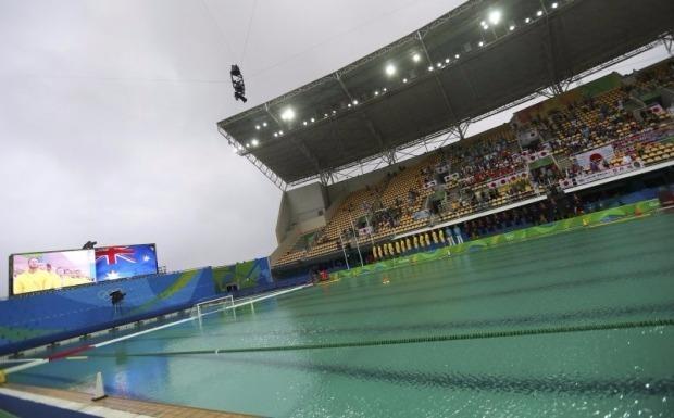 Đã tìm ra nguyên nhân nước hồ bơi Olympic chuyển màu