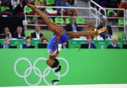 Phelps và Ledecky về, đến lượt Biles làm 'khuynh đảo' đấu trường Olympic