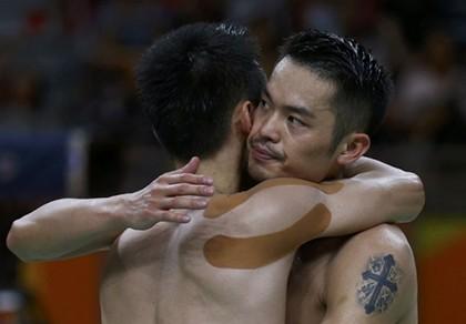 Thắng kịch tính 'đối thủ truyền kiếp' Lin Dan, Lee Chong Wei vào chung kết
