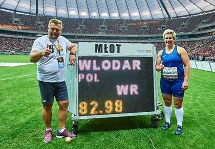 Mới đoạt HCV Olympic, về nhà thi đấu phá kỷ lục thế giới