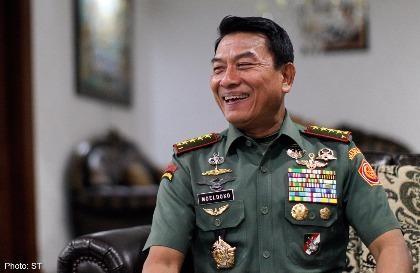 Tướng quân đội làm lãnh đạo bóng đá để giảm tiêu cực