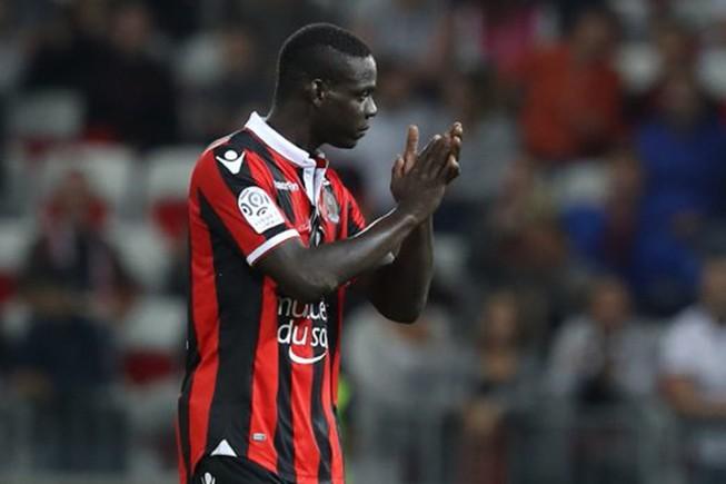 """""""Ngựa chứng"""" Balotelli đưa Nice lên đỉnh Ligue 1"""