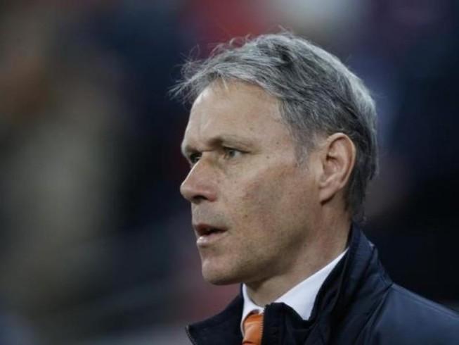 Van Basten đứng đầu Tiểu ban kỹ thuật FIFA