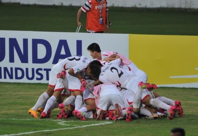 VCK U-16 châu Á: Đông-Tây hội ngộ ở bán kết