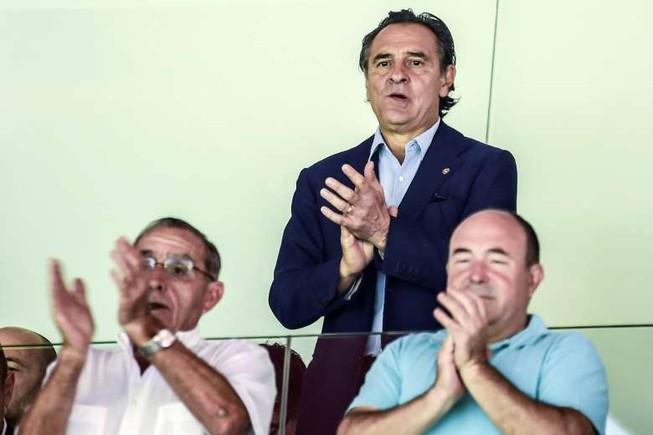 Valencia chào đón HLV Prandelli bằng... 1 trận thua