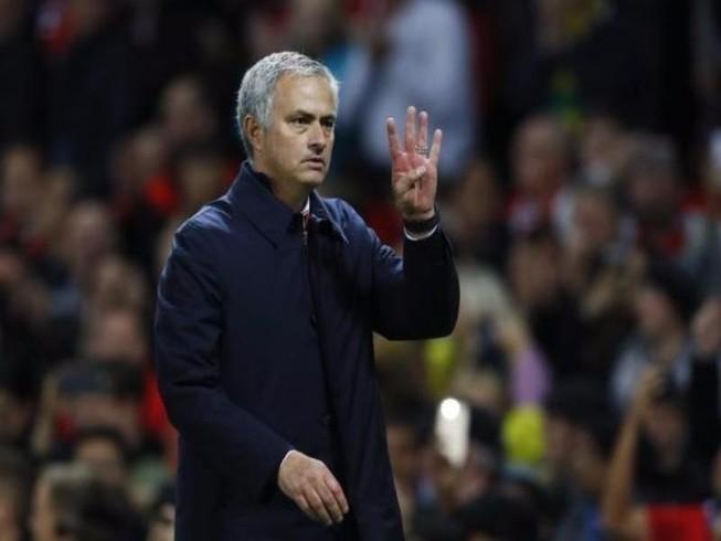 Mourinho lại bị… thần khẩu hại xác phàm