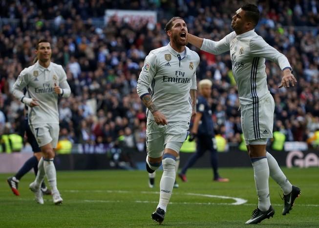 Ramos lại là kẻ cứu tinh, Ronaldo bị khán giả la ó