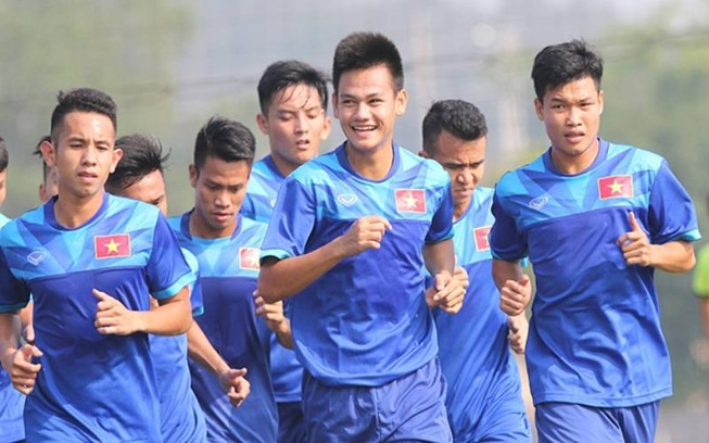 Frank Bernhardt chỉ dẫn 18 cầu thủ sang Việt Nam