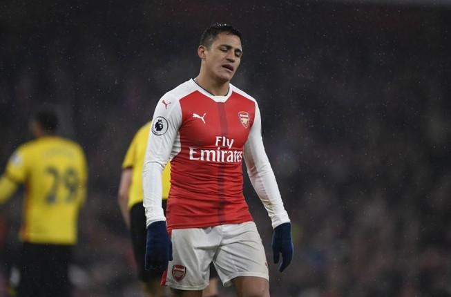 Arsenal thua sốc trong ngày Wenger chịu án phạt