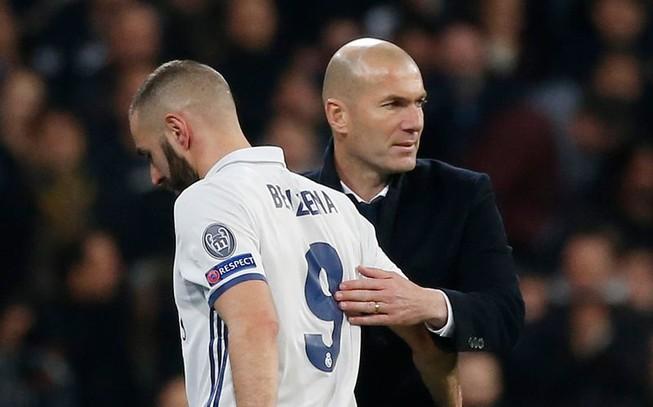 Champions League: Lấm lưng, trắng bụng