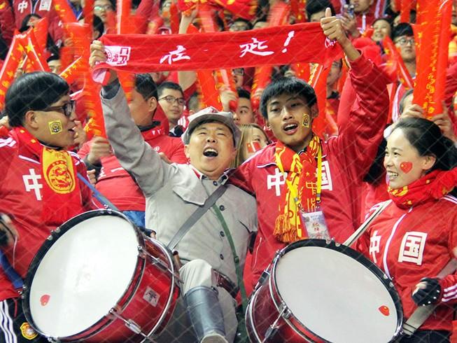 100.000 fan Trung Quốc đổ bộ, Nga 'ẵm' 25 triệu USD