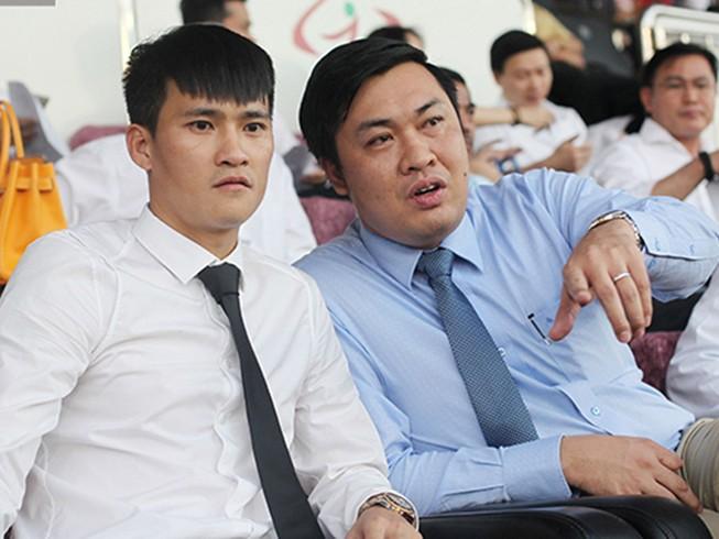 Chủ tịch CLB TP.HCM Lê Công Vinh vòng trong, vòng ngoài