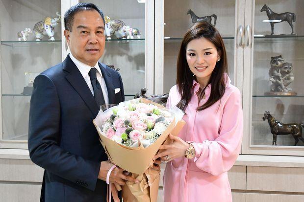 Thái Lan bất ngờ chia tay 2 nữ trưởng đoàn xinh đẹp