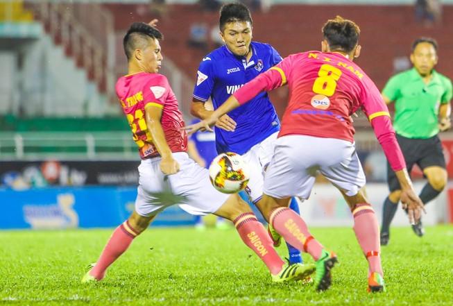 Vòng 18 V - League: Bay lên nào!