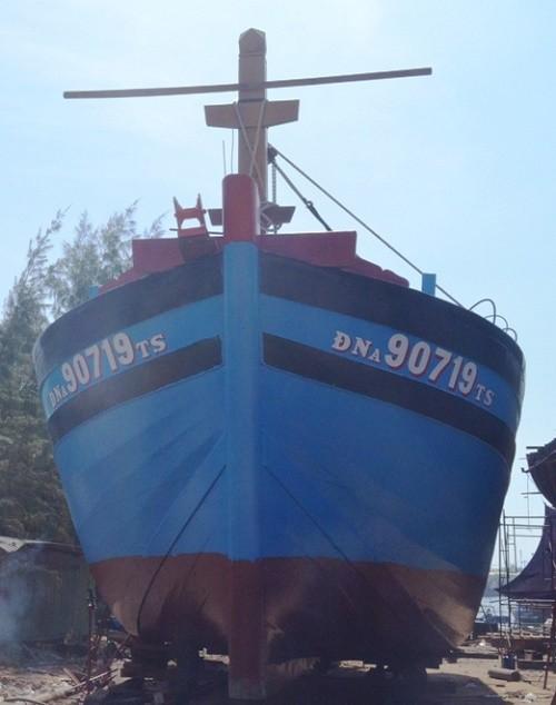 Đà Nẵng hạ thủy chiếc 'tàu 67' đầu tiên