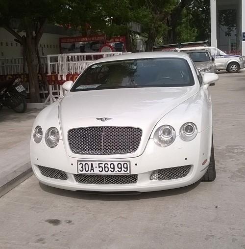 Tạm giữ siêu xe Bentley xài biển giả nghi nhập lậu