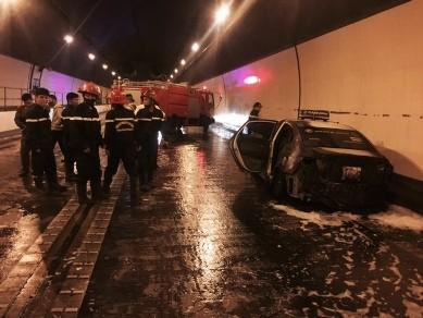 Taxi cháy trong hầm Hải Vân, cứu nạn gặp khó do nhiều xe quay đầu chạy