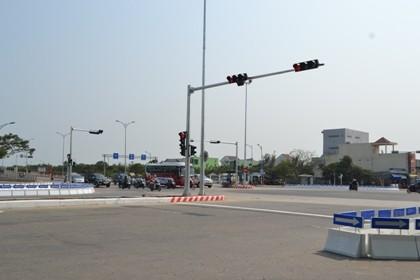 """""""Vòng xoay tử thần"""" ở Đà Nẵng được lắp đèn tín hiệu"""