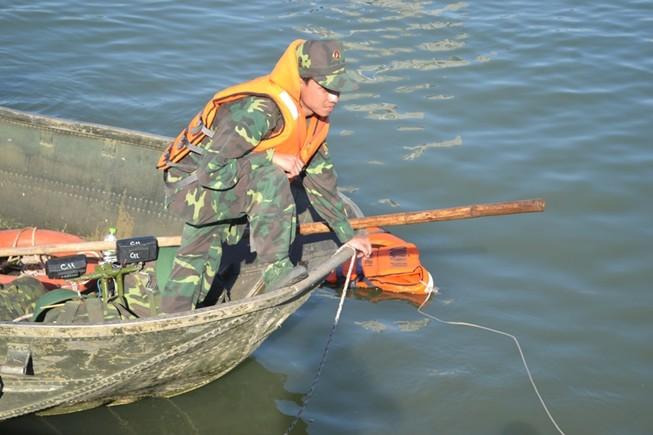 Đặc công nước lặn tìm các nạn nhân vụ chìm tàu trên sông Hàn