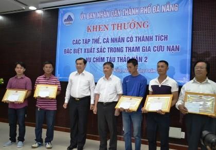 Đà Nẵng vinh danh những 'người hùng' xả thân cứu khách bị chìm tàu