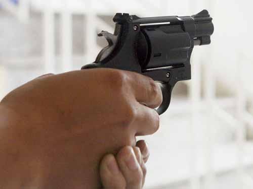 Bị khởi tố vì nhặt được súng, bắn thử rồi quay clip khoe