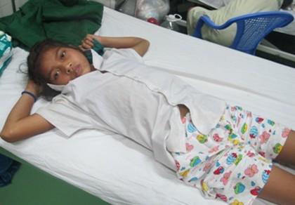 Cứu sống bé gái 14 tuổi bị rắn chàm quạp cực độc cắn