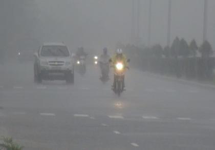 2 người chết, 33 người bị thương do mưa lũ