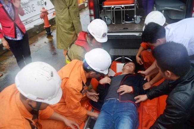Cấp cứu một thủy thủ Trung Quốc bị nạn trên biển