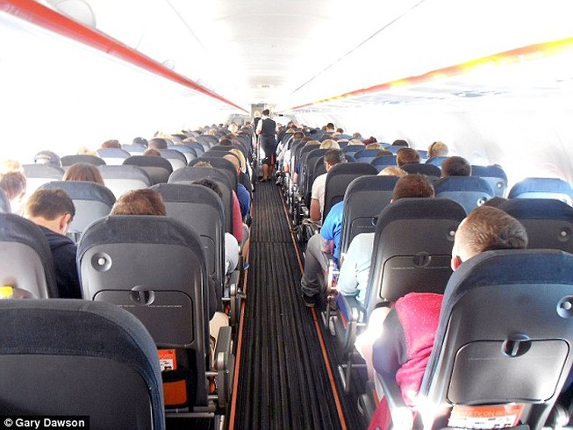 Hành khách đòi ăn bánh, đấm tiếp viên hàng không