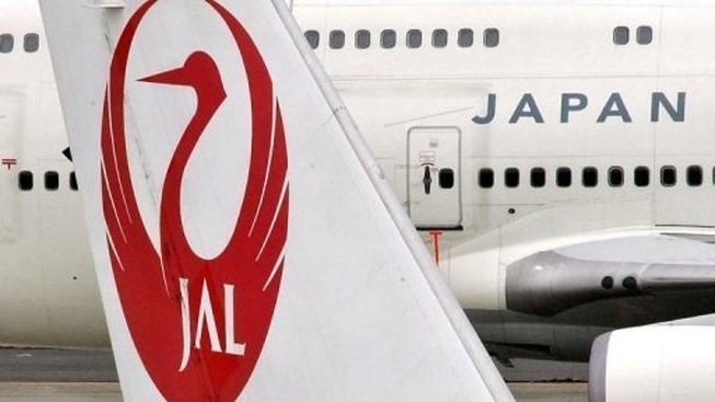 Máy bay Nhật hạ cánh khẩn cấp vì hỏng động cơ