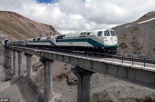 Trung Quốc xây đường hầm xuyên 'nóc nhà thế giới'