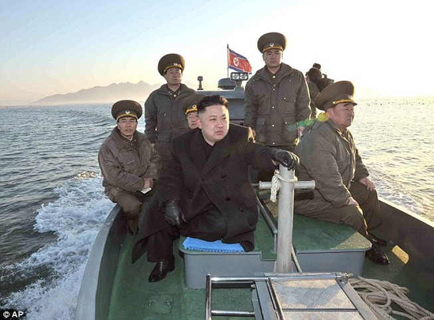 Sách giáo khoa Triều Tiên: Kim Jong-un lái xe khi mới 3 tuổi?