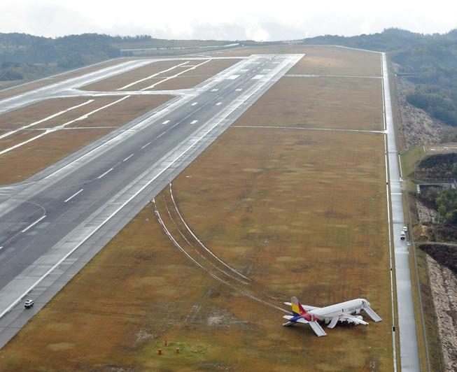 Máy bay Hàn Quốc trượt khỏi đường băng tại Nhật Bản