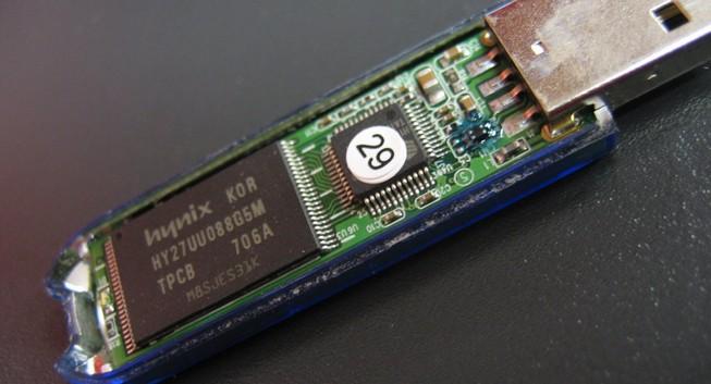 Tin tặc chế USB 'đốt máy tính'