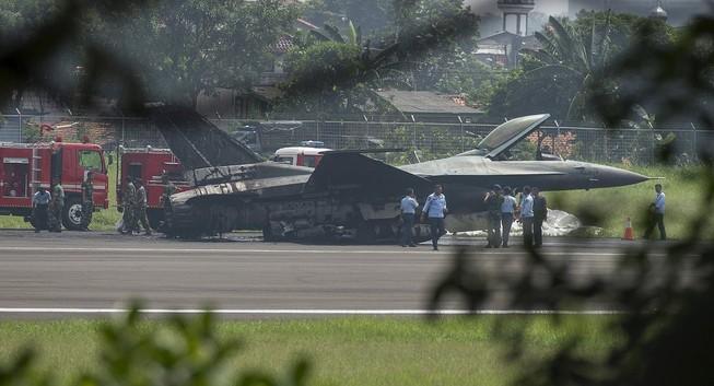 Chiến đấu cơ F-16 chưa cất cánh đã bốc cháy