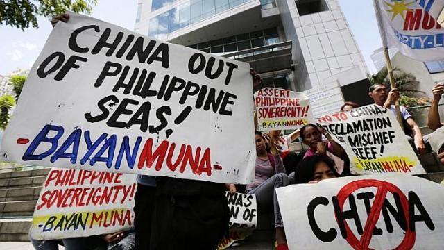 Philippines tố Trung Quốc phun vòi rồng vào tàu cá