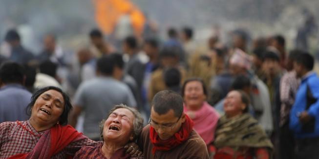 Ác mộng động đất Nepal: 3.500 người chết, 6.500 người bị thương