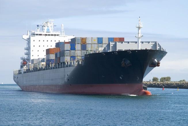 Iran bất ngờ nổ súng, bắt tàu hàng tại eo biển Hormuz